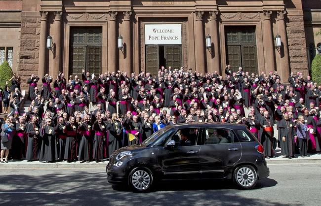 Автомобиль Папы Римского ушел за круглую сумму