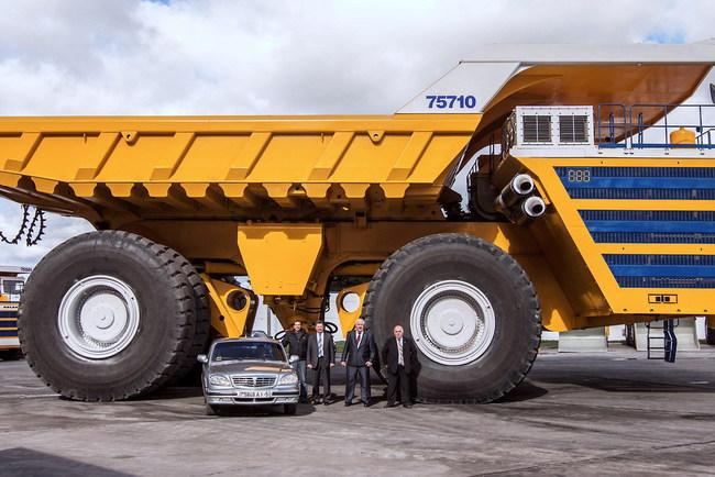 450-тонный БЕЛАЗ раздавил легковой автомобиль (+ВИДЕО)