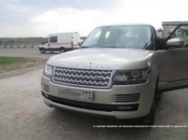 Range Rover с номерами-трансформерами погорел на границе