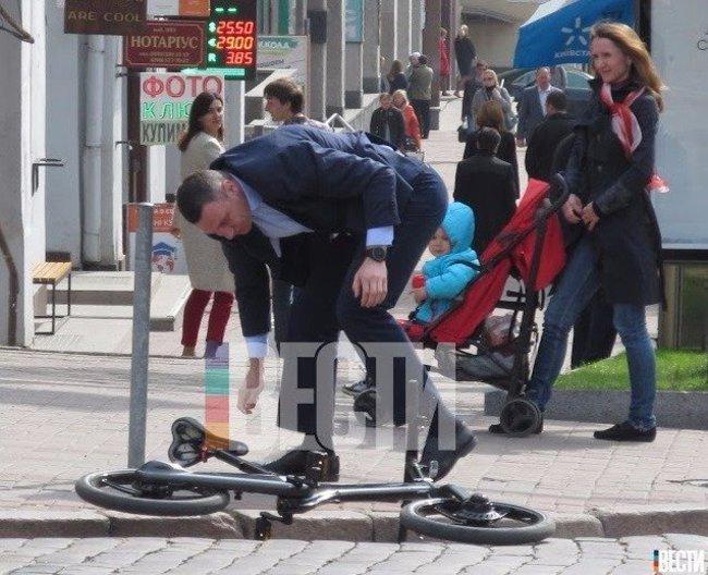 Кличко упал с электробайка за 5 000 евро (Фотофакт)