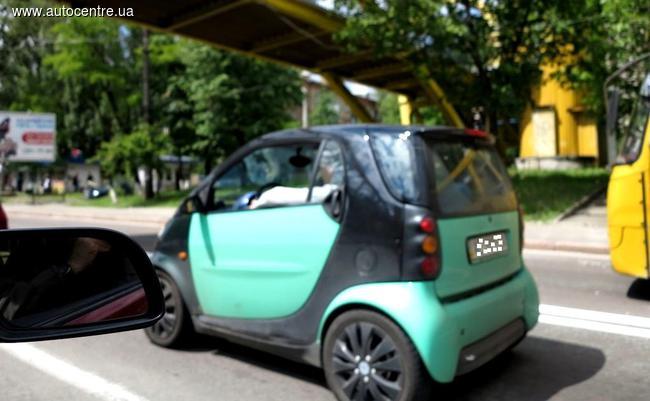 Пассажира  Smart Fortwo возили в багажнике (Фотофакт)