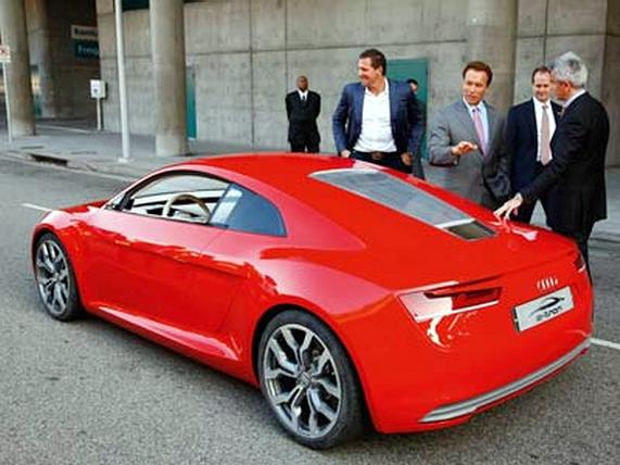 электромобиль Audi e-tron,Шварценеггер
