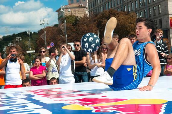 Red Bull Street Style 2010,футбольный фристайл