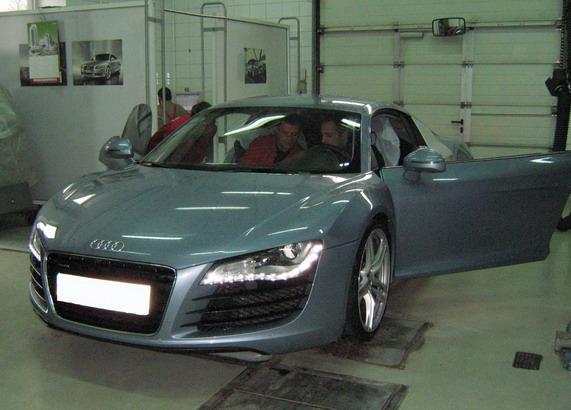 «Летающий техник Audi»