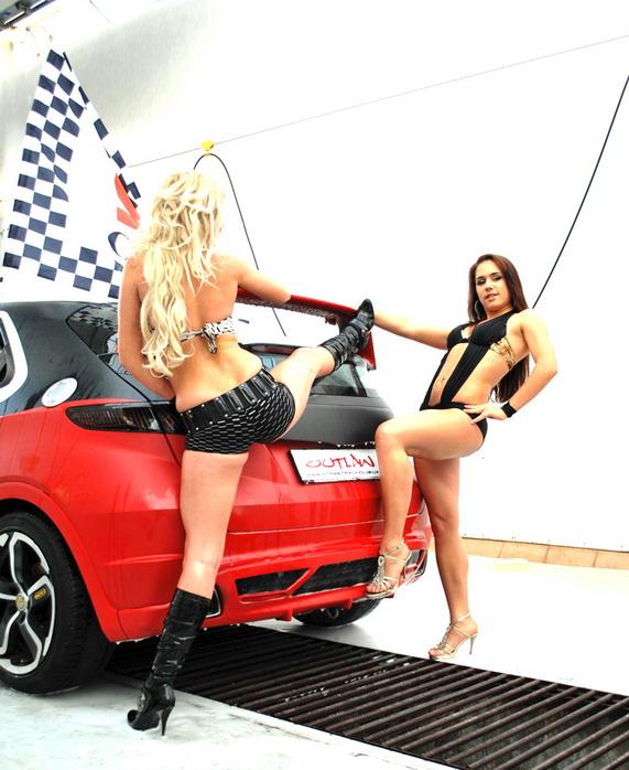 Шикарное видео девушки моют машины, ебет негритянку с большим задом