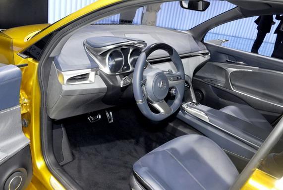 Хэтчбек Lexus